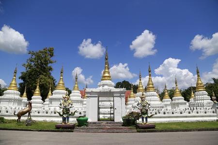 lang: Chedi Sao Lang Temple,Lampang,THAILAND