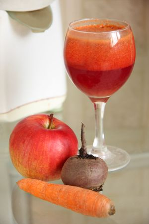 carotene: fresh  juice and apple, carrot , beet  and  juicer
