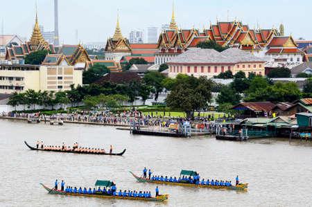 procession: Ensayo de la ceremonia La barcaza procesi�n Royal Editorial
