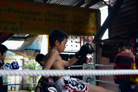 Unidentified Young training boxing at Sor Vorapin Muay Thai  Gym Redactioneel