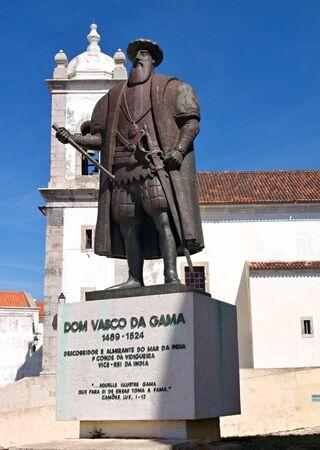 descubridor: Vasco da Gama and church Sines