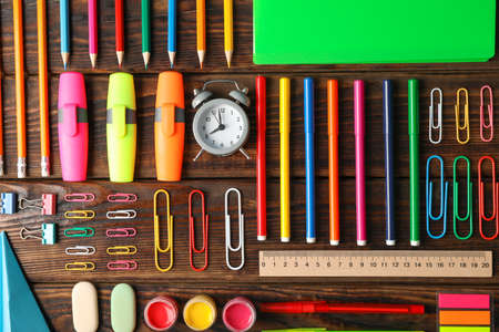 Flat lay composition with school supplies on wooden background Stockfoto