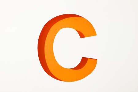 Lettre de couleur C sur fond blanc, espace pour le texte