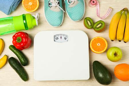 Akcesoria zdrowego stylu życia na białym tle, widok z góry