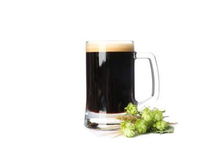 Beer glass, hop and spikelets isolated on white background Banque d'images