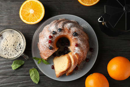 Cake with powdered sugar, berries and mint on wooden background, top view 版權商用圖片 - 130143333