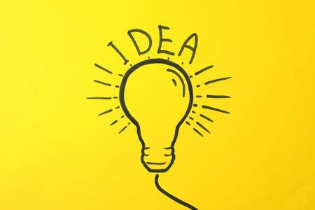 Drawn light bulb on yellow background. Good idea concept Banco de Imagens