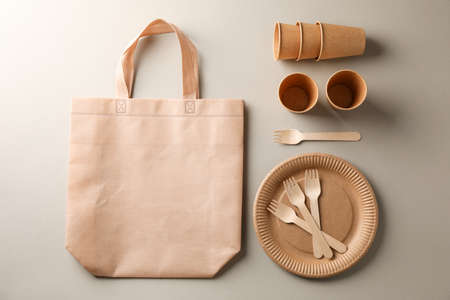 Flat lay with eco - friendly tableware on grey background, space for text 版權商用圖片