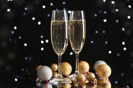 Christmas baubles and champagne glasses on blurred background, copy space 版權商用圖片