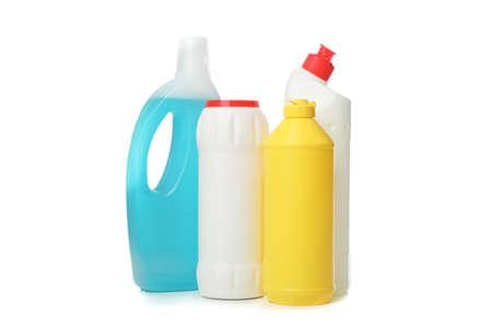 Grupo de botellas con detergente aislado sobre fondo blanco. Foto de archivo