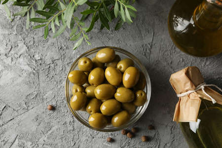 Glass bowl with olives on grey background, top view Reklamní fotografie