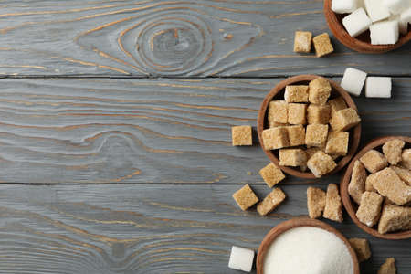 Bowls with different sugar on wooden background, top view Archivio Fotografico