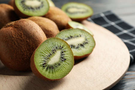 Plate with ripe kiwi on wooden table, close up Reklamní fotografie