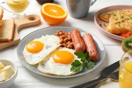 Delicious breakfast or lunch with fried eggs on wooden background, close up Banque d'images