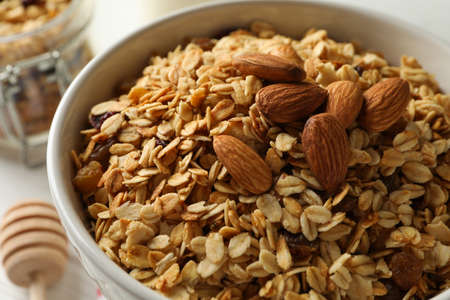 Bowl with granola and nuts, close up 免版税图像