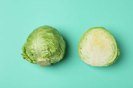 Fresh green cabbage on mint background, top view Standard-Bild