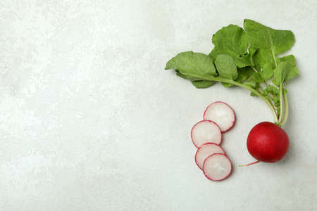 Fresh radish on white textured background, space for text Banque d'images