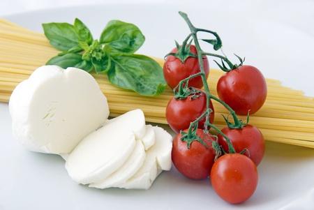 Italian food: spaghetti, mozzarella, cherry tomatoes and basil Stock Photo - 10306678