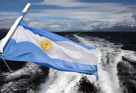 bandera argentina: ondeo de bandera de la Argentina Foto de archivo