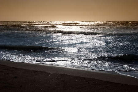 Hullámok tenger a naplemente ideje