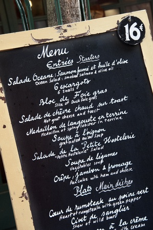 brasserie restaurant: Menu manuscrite dans la brasserie fran�aise traditionnelle - Paris