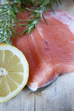 rosmarin: Fresh salmon with green rosemary and lemon Stock Photo