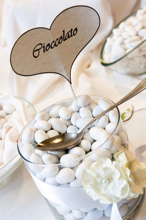 dragees: wedding table with white confetti