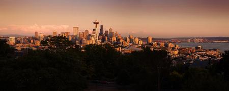 space needle: Panorama of Seattle city during beautiful warm sunset Stock Photo