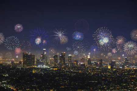 Downtown Los angeles cityscape with flashing fireworks celebrating New Year Banque d'images