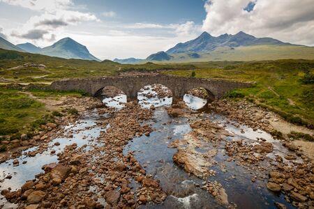 Sligachan Old Bridge with beautiful view on Black Cuillin mountains, in Isle of Skye, Scotland, UK 版權商用圖片