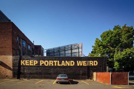 Downtown Portland, Oregon, USA - August 3, 2018: Keep Portland Weird Street Lettering Sign to promote local business. The slogan has been called the unofficial motto of Portland 版權商用圖片 - 134190234