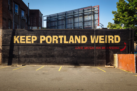 Downtown Portland, Oregon, USA - August 3, 2018: Keep Portland Weird Street Lettering Sign to promote local business. The slogan has been called the unofficial motto of Portland 版權商用圖片 - 134190235