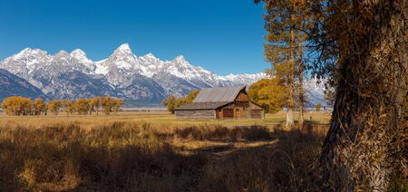 T.A. Moulton Barn within Mormon Row Historic District in Grand Teton National Park, Wyoming - The most photographed barn in America Banco de Imagens