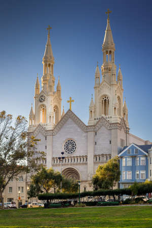 Saints Peter and Paul Church in San Francisco, California, USA during sunny day with blue sky Banque d'images