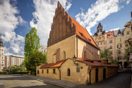 The Old-New Synagogue is the oldest active synagogue in Europe, completed in 1270 and is home of the legendary Golem of Prague Banque d'images