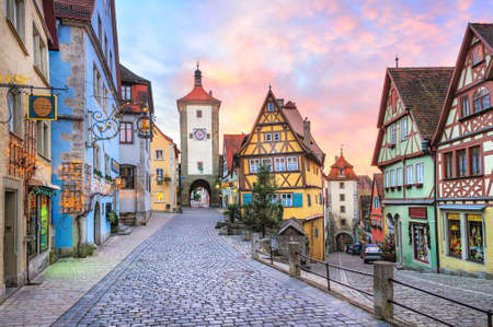 Kleurrijke vakwerkhuizen in Rothenburg ob der Tauber, Duitsland Stockfoto
