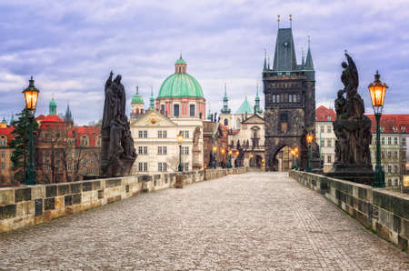 praha: Charles bridge and the skyline of Prague, Czech Republic