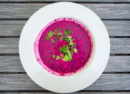 Chlodnik - cold polish beet soup, a famous dish of polish cuisine Foto de archivo