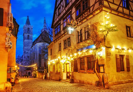 Christmas decoration lights at night in Rothenburg ob der Tauber, Germany 報道画像