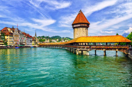 루체른, 스위스, 나무 예배당 다리와 물 타워 스톡 콘텐츠 - 48513200