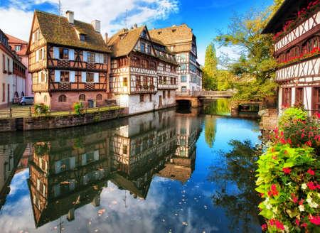 Tradycyjne domy z muru pruskiego w dzielnicy La Petite France, Strasburg, Francja Zdjęcie Seryjne