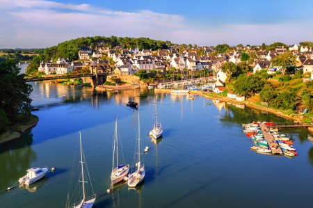 Little town on atlantic coast of Morbihan, Brittany, France 版權商用圖片 - 48879119