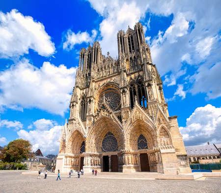 랭스 대성당, 프랑스, 노트르담 드 유럽과 유네스코 세계 문화 유산 사이트에서 가장 중요한 고딕 양식의 성당 중 하나입니다