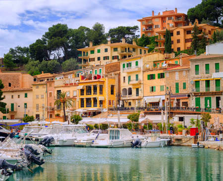 colom: Motor boats and traditional waterside houses in Puerto Soller, Mallorca, Spain Stock Photo
