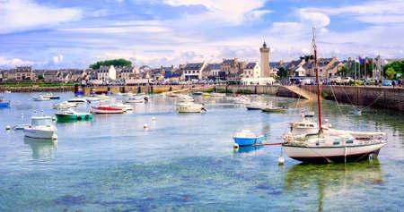 다채로운 어부의 보트에는 항구의 Roscoff, 북부 브리트니, 프랑스