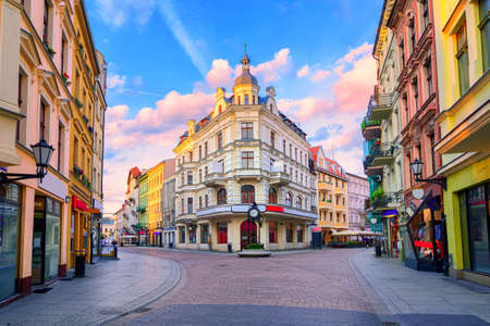 Sunset clouds over the traditional main pedestrian street in Torun, Poland, Eastern Europe Archivio Fotografico