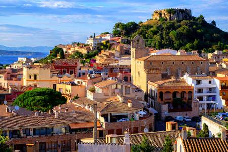 카탈로니아, 스페인 Begur의 마을, 지중해에 인기있는 휴양지입니다