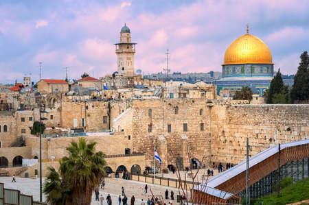 서양 벽과 일몰의 예루살렘, 이스라엘, 바위의 황금 돔
