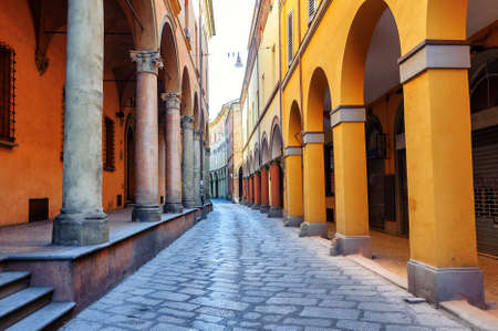 Historical arcade street in the old town of Bologna, Italy Archivio Fotografico
