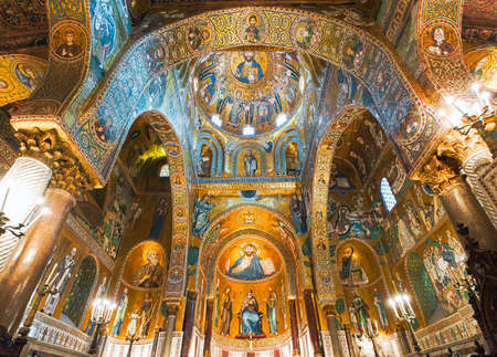 Golden mosaics in La Martorana catholic church in Palermo, Italy 報道画像